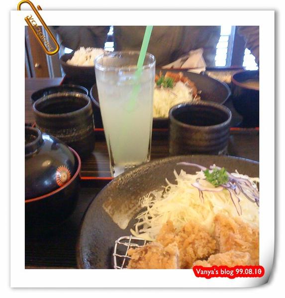 樹太老日式定食專賣店-學妹的果汁及招待的麥茶