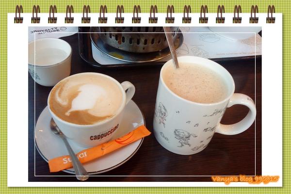 三皇三家文化店-穎的卡布奇諾及雞的皇家熱奶茶
