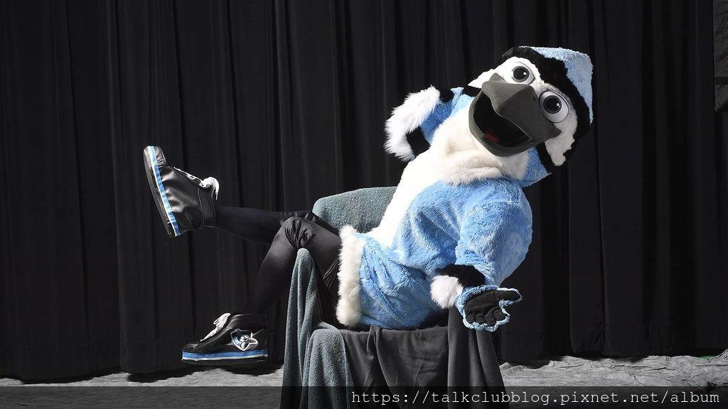 blue_jay_mascot_2.jpg