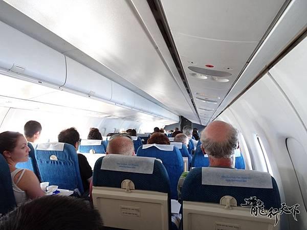 曼谷航空小飛機.JPG