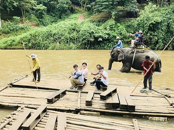 湄登大象學校-坐竹筏 (5).JPG