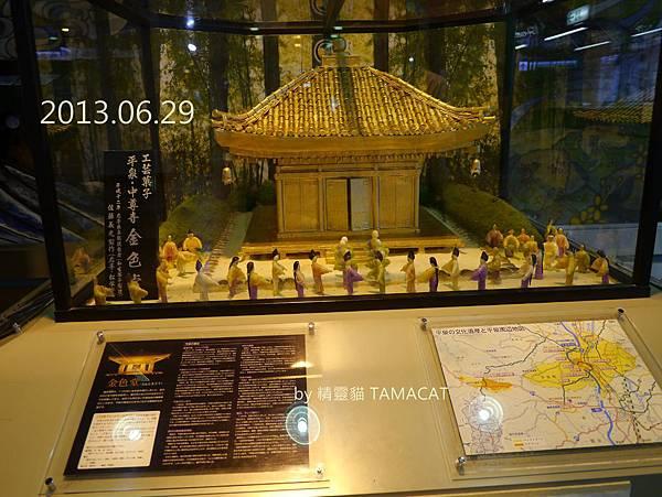 今年123歲的一之關車站內,擺著2008年用菓子做成的世界遺產「金色堂」