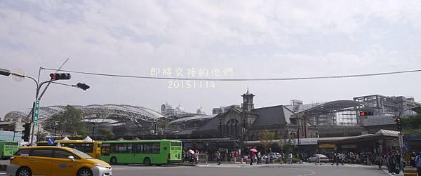 台中火車站迅速變化中,高架逐漸完工了經過就一定要紀錄一下,2015/11/14拍。