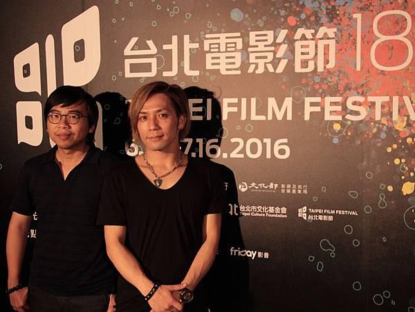導演(左)與慎吾(右)攝於台北電影節世界首映現場。