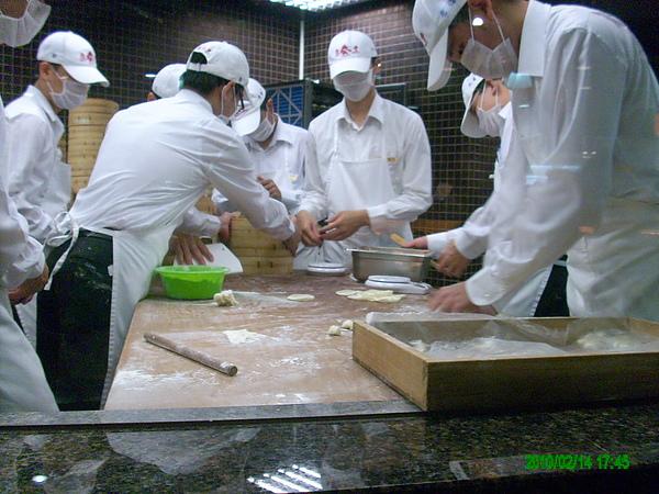 師傅在做麵皮