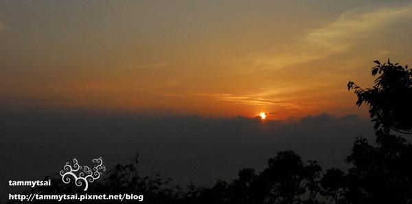 關山夕陽.jpg