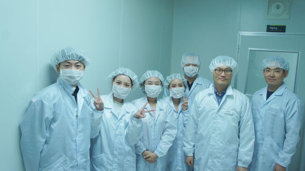 實驗室前合照.JPG