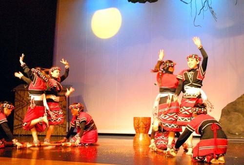 「Gaga國際劇場」有著國內少見的大型原住民歌舞劇