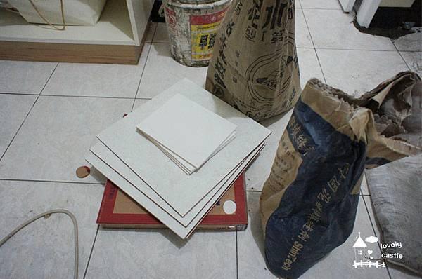 lc0035準備修補廚房的地板.jpg