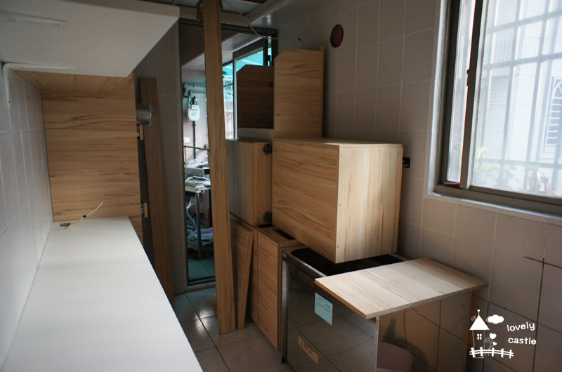 lc0033噗..另一邊還不能裝的櫃子..要等地板補好..XD.jpg