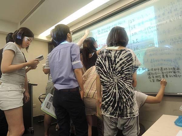 文案達人文案課的上台實作演練,寫完後,每個人都發現自己也能寫得一手好文案