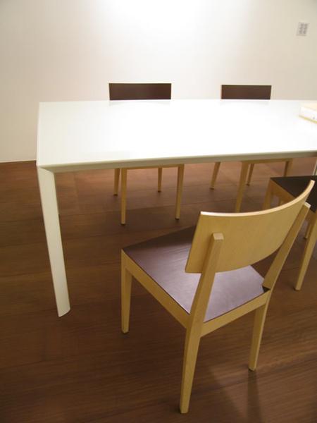 天母杜宅的餐桌椅