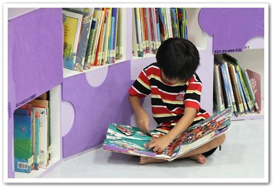 國美館兒童繪本區 (2)