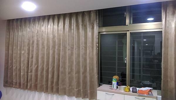 汐止茄興街遮光雙開窗簾訂做安裝.jpg
