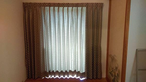 壁簾天窗簾店提供汐止區雙開窗簾訂做安裝2.jpg