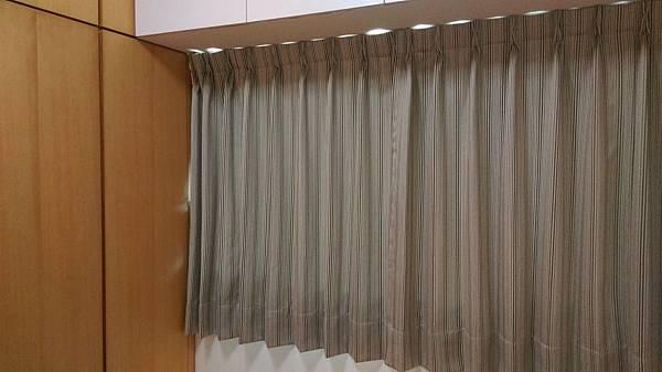 壁簾天窗簾店提供汐止區雙開窗簾訂做安裝.jpg