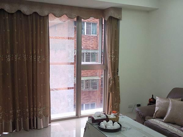 壁簾天窗簾店提供汐止區雙開窗簾及造型上蓋窗簾訂做安裝.jpg