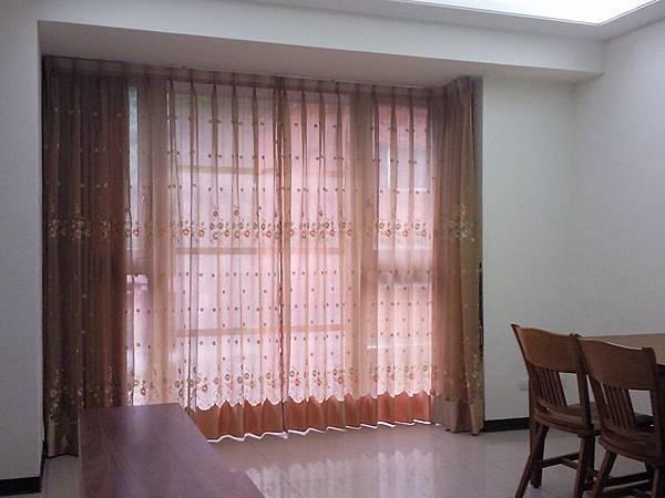 壁簾天窗簾店提供汐止區雙開窗簾訂做安裝1.jpg