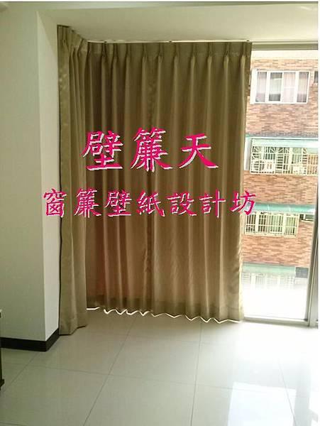 壁簾天窗簾店提供汐止區新興路三明治遮光素色窗簾訂做安裝.JPG