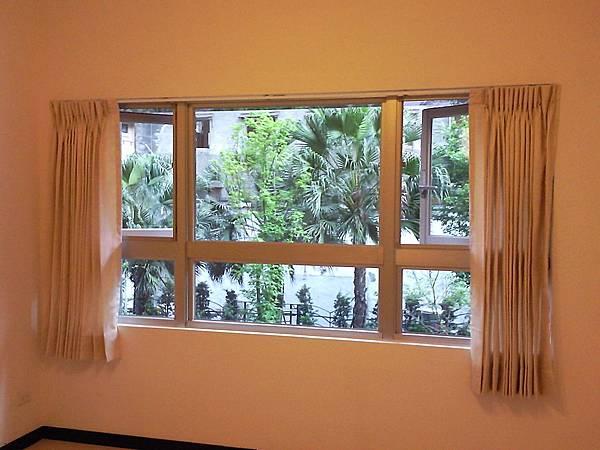 壁簾天窗簾店提供南港園區街窗簾窗紗訂做安裝.jpg