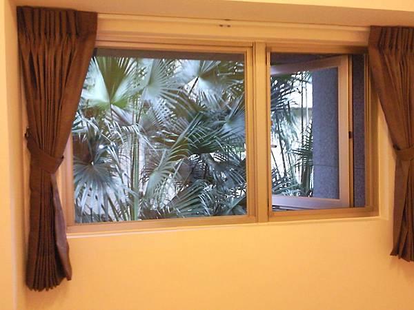 壁簾天窗簾店提供南港園區街窗簾窗紗訂做安裝3.jpg