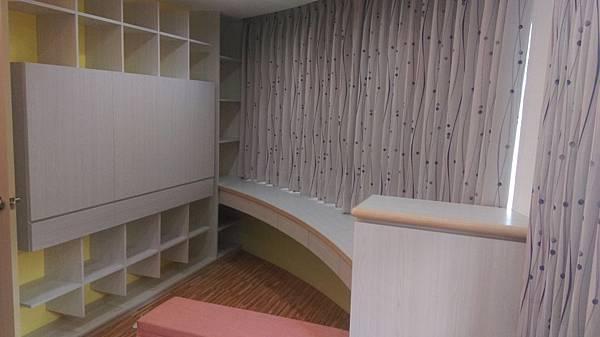 壁簾天窗簾店提供中和區窗簾窗紗訂做安裝丈量估價.jpg