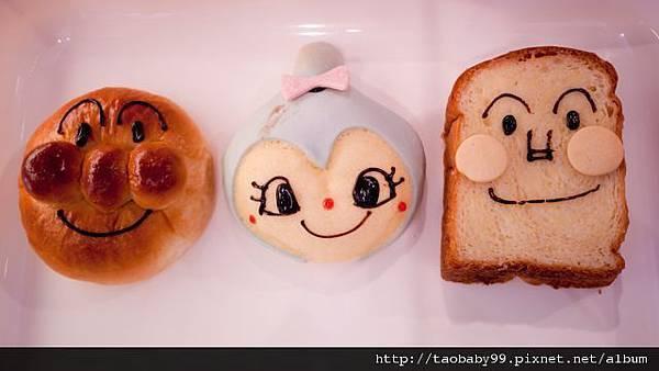 買了3個可愛的麵包和濤一同吃