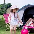準備拿著沙灘球水桶去玩了!