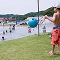 沙灘球水桶~好玩!