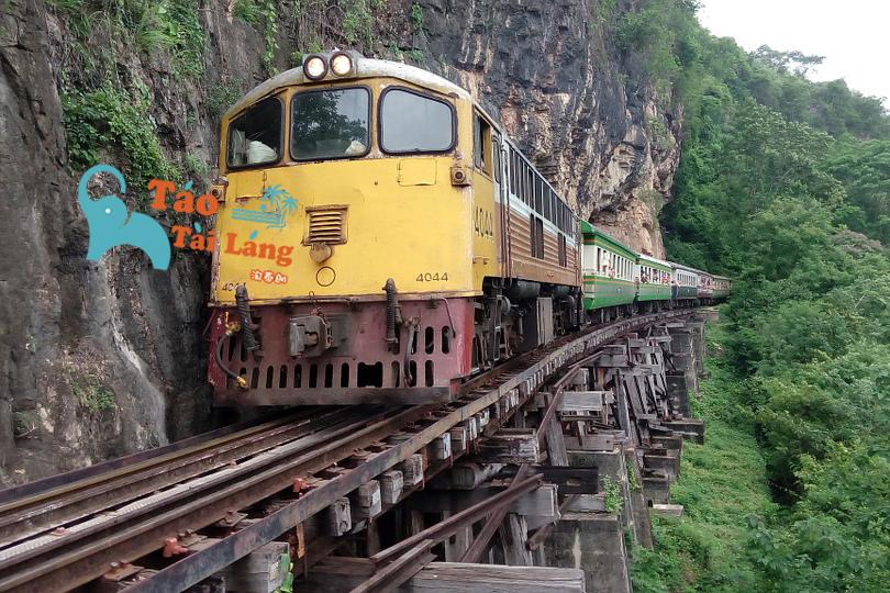 train-861400_960_720 拷貝.jpg