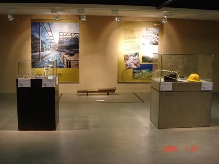 黃金博物園區出借的淘金工具展示.JPG