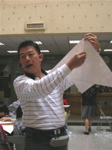副館長熱情地指導.JPG