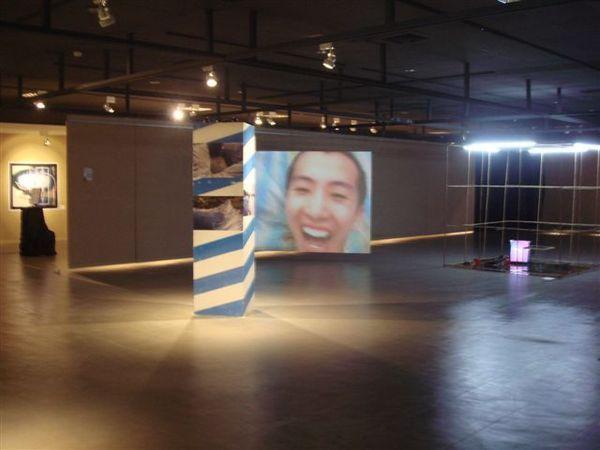 本屆創作獎最搶鏡頭獎《午後雷陣雨水上樂園》in 1展室.JPG