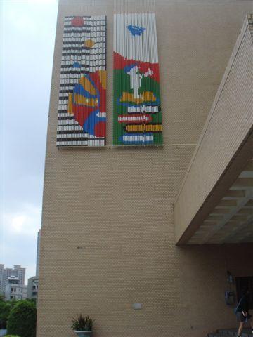 文化局正門口右側牆面遠照(含一、二季圖).JPG