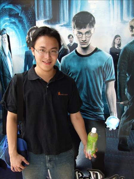 哈利's記憶水晶球VS偉哥's黑松楊桃汁....