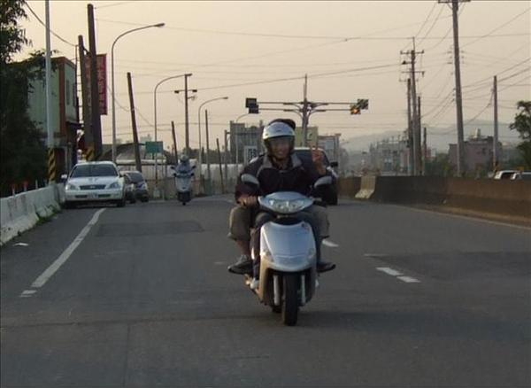 阿澤...好好騎車