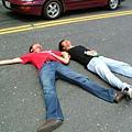 兩人說妄想很久躺在馬路上了XD