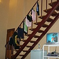 樓梯拿來晾泳褲XD
