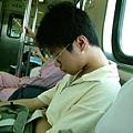 善淳才剛火車就睡了...orz
