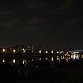 基隆河北向 謎樣之船 遠方可見美麗華摩天輪