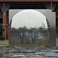 這個圓圓的玩意也比我們學校的大XD