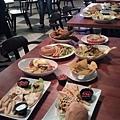 滿桌的美食