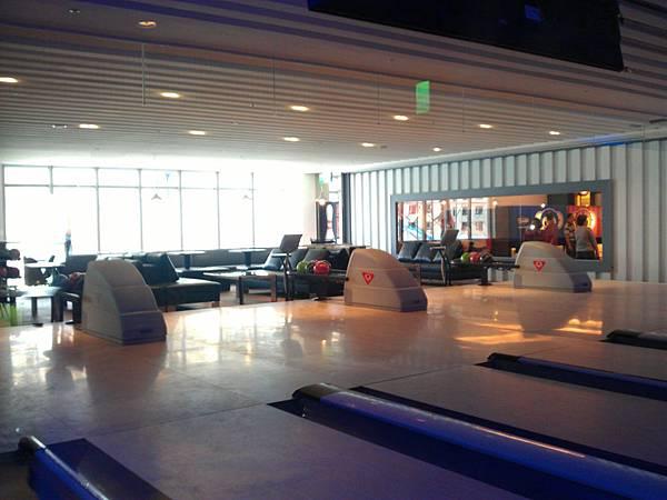 包廂式保齡球休息區