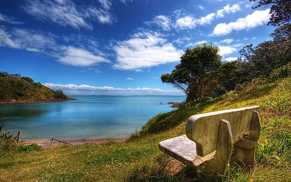 Peaceful-Sea-Blue-Sky-and-Stone-Chair-Combined-Must-be-Comfortable-and-Relaxing-to-Sit-on-Natural-Scenery-Wallpaper.jpg