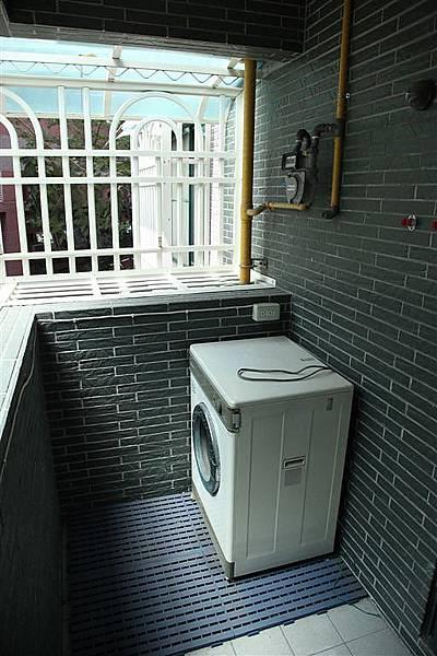廚房陽台1.JPG