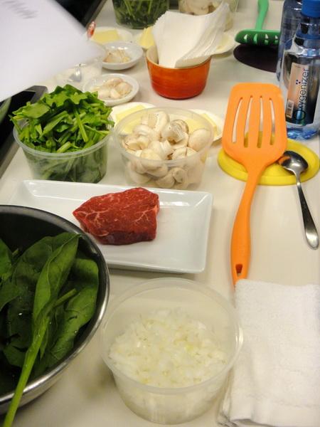 煎牛排佐奶油蘑菇和蒜香菠菜材料.jpg