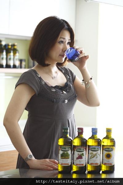 奧利塔橄欖油台灣專屬品油師文玲形象照1.jpg