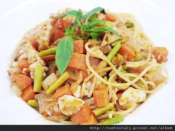 蔬菜雞肉丁義大利麵.jpg