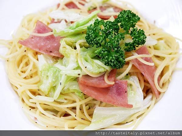 高麗菜火腿義大利麵