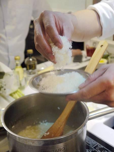 摩典那陳年巴薩米可燉飯與帕瑪火腿雞肉卷